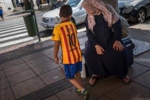 Foto: Mujer siria y su hijo en Melilla.