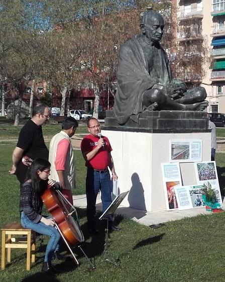 Rajagopal Valladolid Estatua Gandhi vert