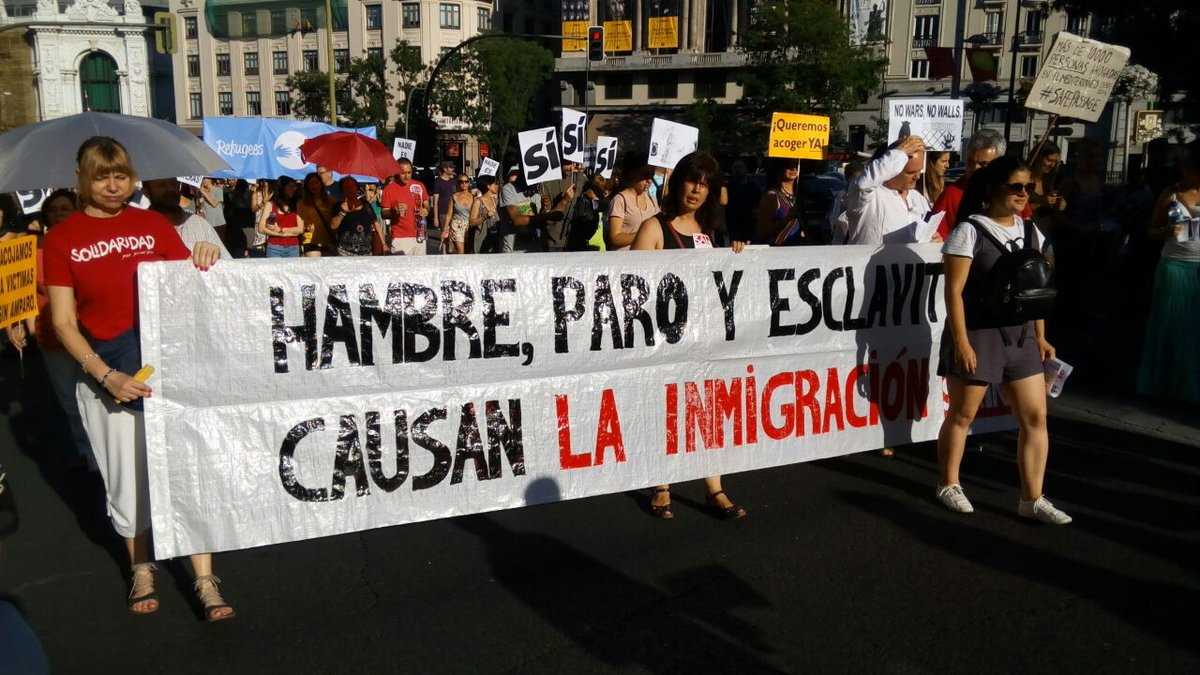 Ciudadanía y entidades sociales inundan la Gran Vía madrileña por las personas refugiadas
