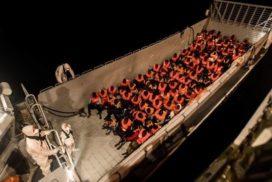 Personas con derechos en un mar en guerra