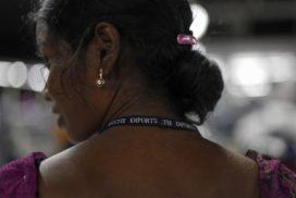Las marcas de moda occidentales subcontratan a las costureras domésticas de India por unos 11 céntimos la hora